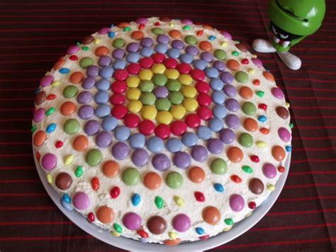decorer un gateau avec des smarties magnifique g 226 teau d anniversaire chocolat smarties 1 2 3 4 filles aux fourneaux