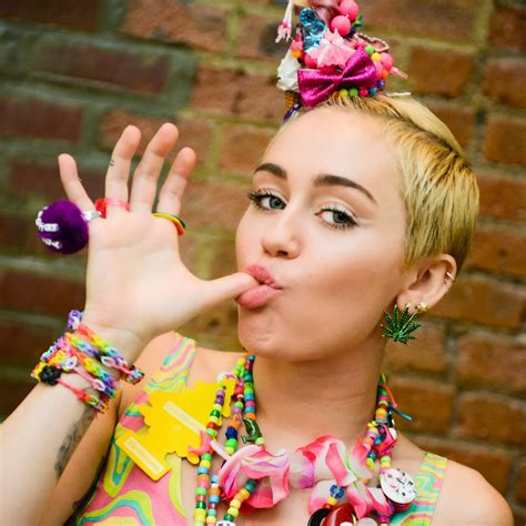 Miley Cyrus Fantasize About Kissing News Hubz
