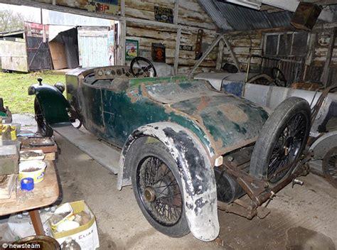 rare  year  rolls royce discovered rusting   barn