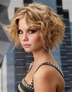 Coupe Carré Frisé : coupe de cheveux femme carre frise ~ Melissatoandfro.com Idées de Décoration