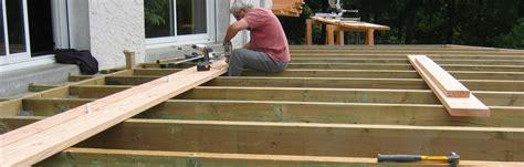 faire sa maison en bois soi meme construction assist 233 e de votre terrasse bois sol ou
