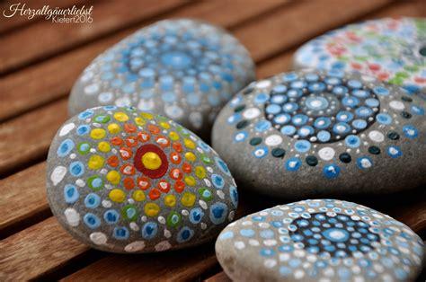 Steine Bemalen Welche Farbe Steine Bemalen Zum Basteln Mit