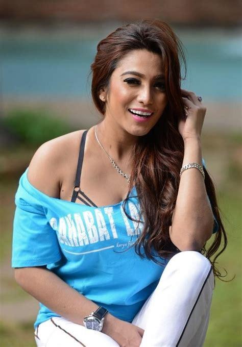 Profile Model Sisi Salsabila, Model Majalah Pria Dewasa ...