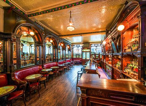 Top Edinburgh Bars - 11 fantastic bars to visit in edinburgh luggage