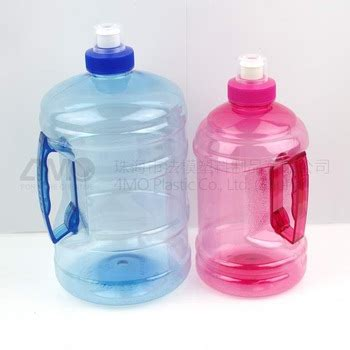 It presents a variety of water bottles with sensible design that pleases all kinds of customer tastes from adorable patterns, sentimental designs and great functionality. 2l Water Bottle For Gym/pet Clear Jar With Handle/clear ...