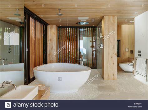 bagno moderno con vasca cool bagno moderno con vasca da bagno with bagni con vasca