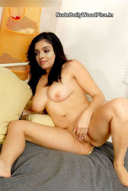 Asin Nude Lifting her Legs And Get Fucked in Missionary Style [Fake]