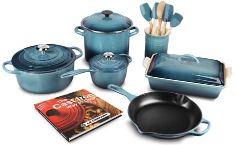 le creuset signature cast iron cookware set  piece