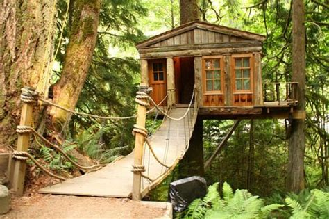 The Treehouse Point In Seattle, Washington.the Complex Is