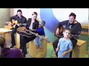 """Cassadee Pope sings """"Everybody Sings"""" to patients at ..."""
