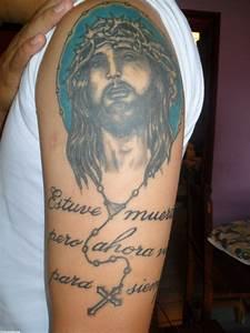 Rostro de Cristo tatuado en su brazo Tatuajes 123
