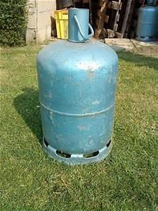 Petite Bouteille De Gaz : photo bouteille de gaz butane de couleur bleu ~ Medecine-chirurgie-esthetiques.com Avis de Voitures