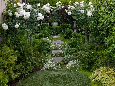 Sichtschutz Garten Niederlande by 17 Lively Shabby Chic Garden Designs That Will Relax And