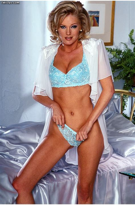 Tracy Smith Alluring Blonde Model Tracy Smith