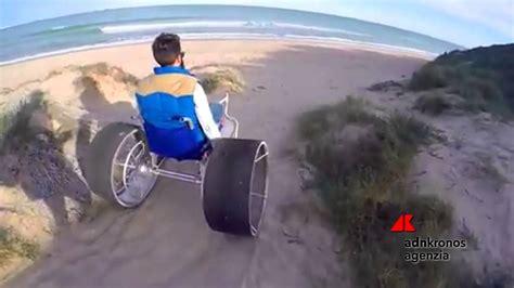 sedia a rotella la sedia a rotella da spiaggia