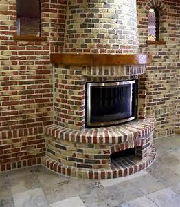 Cheminée En Brique : cheminee centrale en brique ~ Farleysfitness.com Idées de Décoration