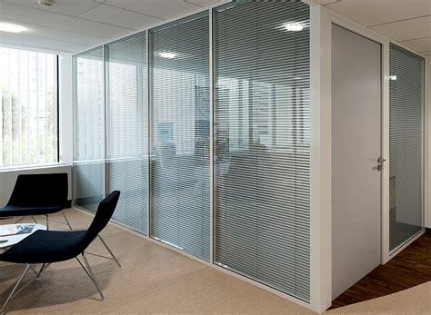 d駑駭agement bureau les cloisons de bureau vitr 233 es toute hauteur espace