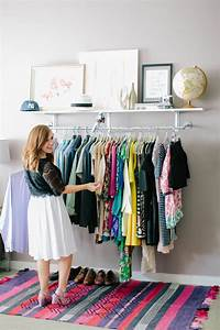 Idee Dressing Petit Espace : keep your wardrobe in check with freestanding clothing racks ~ Teatrodelosmanantiales.com Idées de Décoration