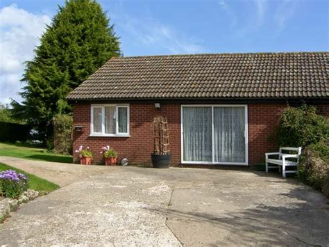 cottage holidays uk the bungalow bentley tattingstone white east