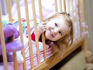 Kleinkind Bett 70x140 : mamathon ein kleinkind ins bett bringen in 50 einfachen schritten ~ Whattoseeinmadrid.com Haus und Dekorationen