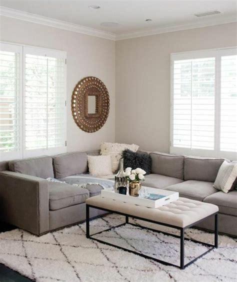 salon canapé blanc un salon en gris et blanc c 39 est chic voilà 82 photos qui
