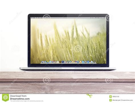 macbook bureau proretina macbook auf dem schreibtisch redaktionelles bild