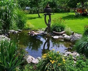 Pflanzen Rund Um Den Gartenteich : gartenteich anlegen tipps zu anlage pflege und dekoration ~ Whattoseeinmadrid.com Haus und Dekorationen
