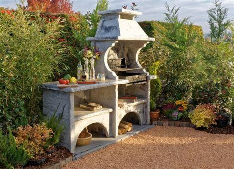 cuisine d été extérieure avec barbecue en reconstituée