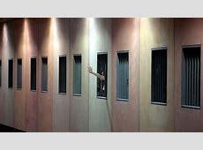 No, en las cárceles no hay duchas colectivas y otros mitos