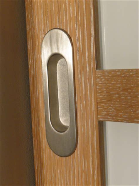 poignee de porte coulissante encastrable fabricant d une fa 231 ade de placard en chene et verres blancs au boucau pr 232 s de bayonne