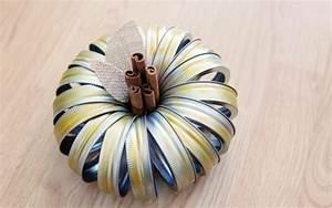 Comment Faire Une Citrouille Pour Halloween : bricoler une citrouille en couvercles de pots mason diy halloween ~ Voncanada.com Idées de Décoration