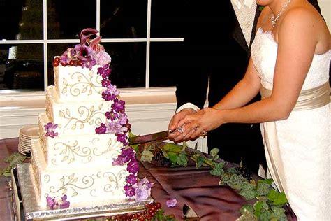 tradition  cake cutting american wedding wisdom