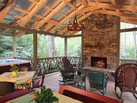 Outdoor Patio Area by In Town 2 Masters Outdoor Living Area Vrbo