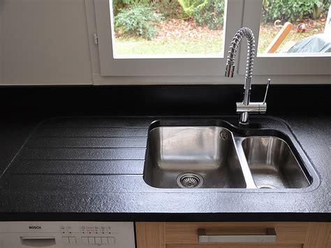 table blanche de cuisine granits déco plan de travail en granit noir