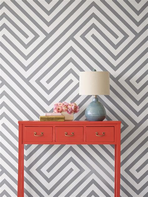 Streifen Auf Wand Malen by Painting Diagonal Stripes On A Wall Hgtv