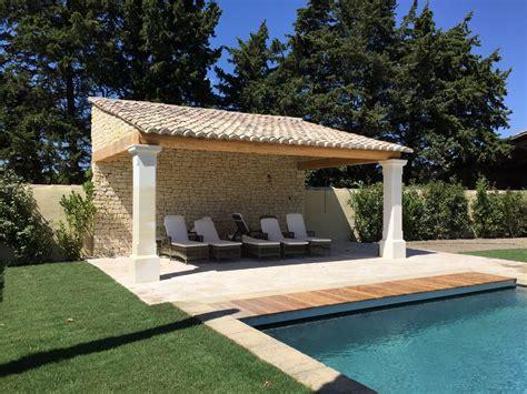 cuisine d été extérieure en local technique pool house piscine béton vaucluse