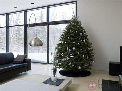 193 rbol de navidad minimalista en tonos plateados 193 rboles