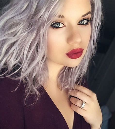 20 photos qui prouvent que les cheveux gris donnent du charme. Osez la tendance ! | Cheveux ...