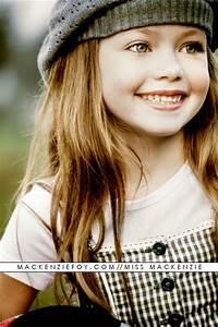 Renesmee smiling at Alice - Renesmee Carlie Cullen Photo ...