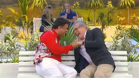 Carlos Alberto QUASE morre de rir na Praça é Nossa ...