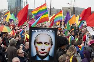 Russia detains gay activists at 'kissing protest' - Firstpost