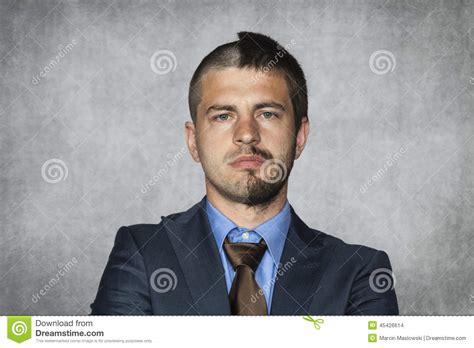 employé de bureau homme d 39 affaires avec une coupe de cheveux photo stock