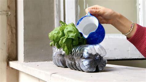 riciclare bicchieri di plastica riciclare una bottiglia di plastica 3 idee utili e