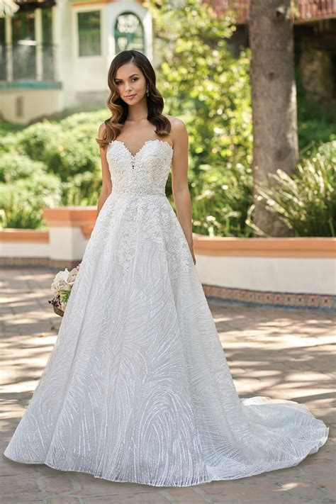 T212011 Beautiful Embroidered Lace Strapless Wedding Dress