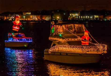 Court Lights Boat by Things To Do In Alexandria This Holiday Season