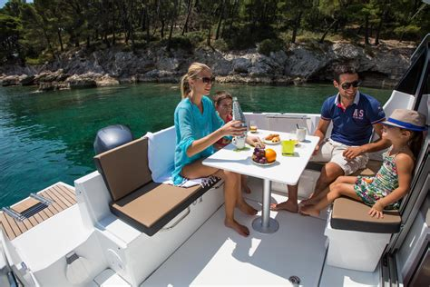 jeanneau nc  outboard family pocket cruiser