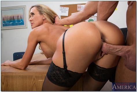 Bosomy Milf Brandi Love Gives A Blowjob And Gets Slammed Hardcore Pornpics Com