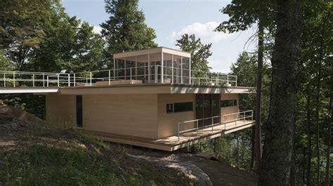 la maison le grand plateau construite en pleine for 234 t pr 232 s du lac h 233 dans les laurentides