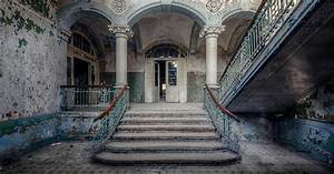 Photographer Finds Abandoned Buildings In Europe And ...
