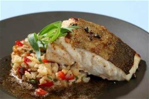 cuisiner le dos de cabillaud à la poele recette de dos de cabillaud râpé de chou fleur aux